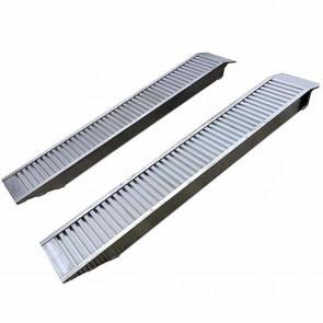 Jeu de 2 rampes alu droites. Longueur 197cm, largeur 30,5cm, d'une capacité maximum de 3310kg/paire